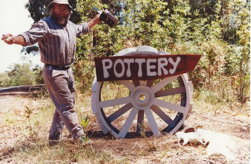 pottery sign with yarra-web site